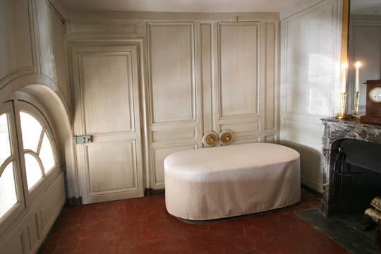 la salle de bain du duc d 39 orl ans r ouverture du petit trianon et du pavillon fran ais. Black Bedroom Furniture Sets. Home Design Ideas