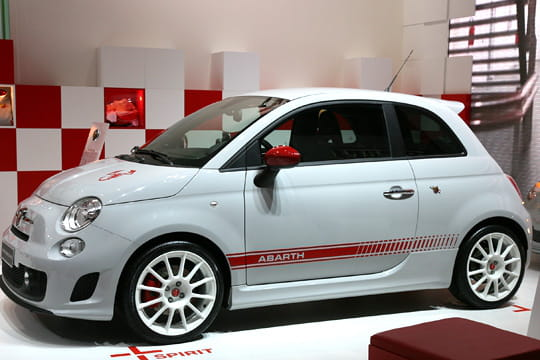 abarth assetto corse fiat 500 et 500 abarth au rappel. Black Bedroom Furniture Sets. Home Design Ideas