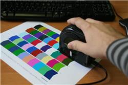 simple et rapide: il suffit de faire glisser la sonde sur la page imprimée.