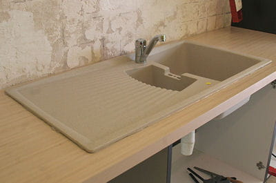 Mise en place de l 39 vier monter une cuisine am nag e linternaute - Evier cuisine original ...