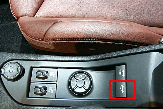 le bouton magique mondial de l 39 auto 2008 peugeot 308 cc linternaute. Black Bedroom Furniture Sets. Home Design Ideas