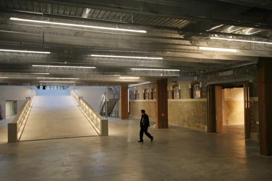sous sol visite du centquatre nouvel espace culturel de paris linternaute. Black Bedroom Furniture Sets. Home Design Ideas