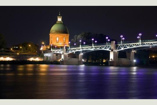http://www.linternaute.com/sortir/escapade/photo/toulouse-de-nuit/image/pont-saint-pierre-327450.jpg