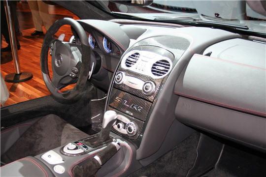 l 39 int rieur du sport dans les moindres d tails mercedes slr mc laren roadster 722 s. Black Bedroom Furniture Sets. Home Design Ideas