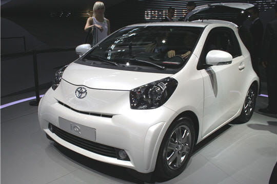 toyota iq la citadine 4 places la plus petite du monde. Black Bedroom Furniture Sets. Home Design Ideas