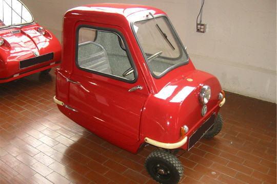 la plus petite voiture du monde les records automobiles. Black Bedroom Furniture Sets. Home Design Ideas