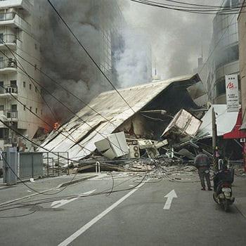 STREET VIEW : Japon, le meilleur MANGA japonais s'affiche Tremblement-terre-a-kobe-335456