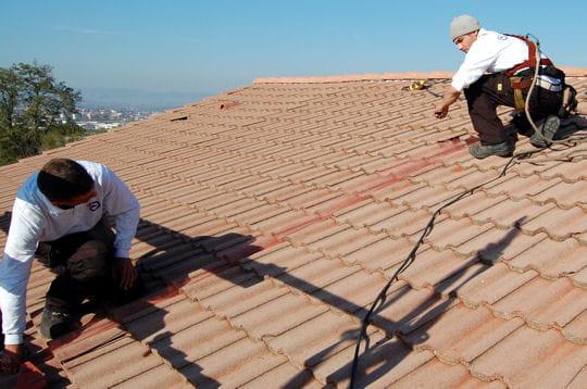 Le tra age sur la toiture l 39 installation de panneaux for Pose de panneaux solaires sur toiture