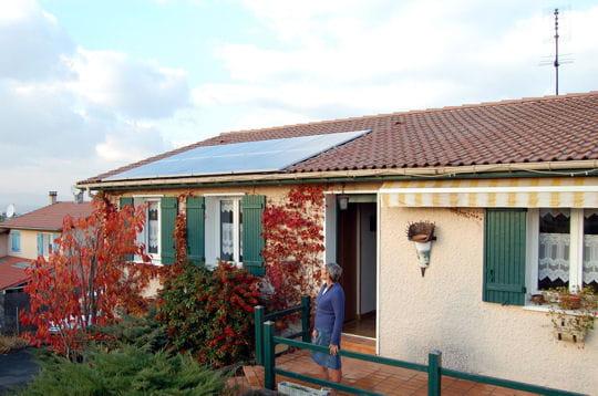 Une maison productrice d 39 lectricit l 39 installation de panneaux sol - Refaire l electricite d une maison ...