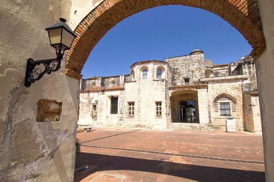 http://www.linternaute.com/voyage/amerique-du-nord/photo/republique-dominicaine/image/quartier-historique-346087.jpg