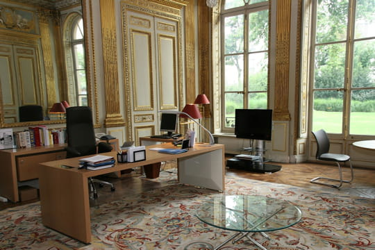 le bureau du ministre de l 39 education visitez les minist res fran ais en images linternaute. Black Bedroom Furniture Sets. Home Design Ideas