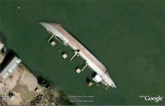 bateau babord 20 clich s insolites vus par google earth linternaute. Black Bedroom Furniture Sets. Home Design Ideas