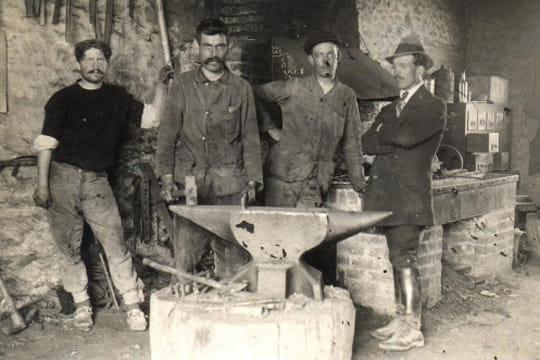 D couvrez les m tiers d 39 autrefois en images le forgeron for Artisan jardinier