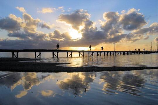 http://www.linternaute.com/nature-animaux/geologie/photo/les-merveilles-naturelles-de-l-australie/image/byron-bay-365893.jpg
