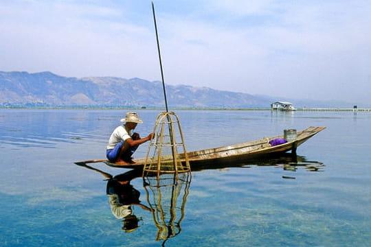 barque de p che birmane tour du monde des bateaux. Black Bedroom Furniture Sets. Home Design Ideas