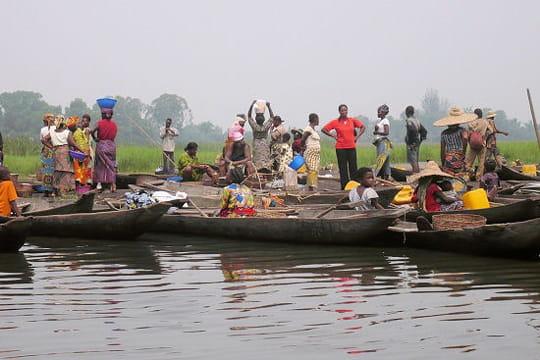 UMUVUMO W'INDWI UBONEKA MU GITABO C'IVYAHISHUWE pirogues-370554