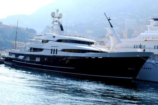 http://www.linternaute.com/mer-voile/bateau-a-moteur/photo/les-yachts-des-celebrites/image/l-amadeus-yacht-bernard-arnault-376706.jpg