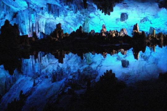 Grotte des fl tes de roseaux la terre vue de l 39 int rieur for L interieur de la terre