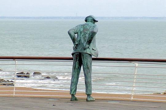 Mr Hulot observe sa plage
