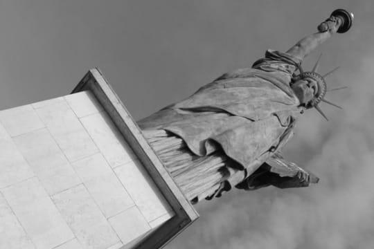 paris en noir et blanc ... Statue-liberte-389545