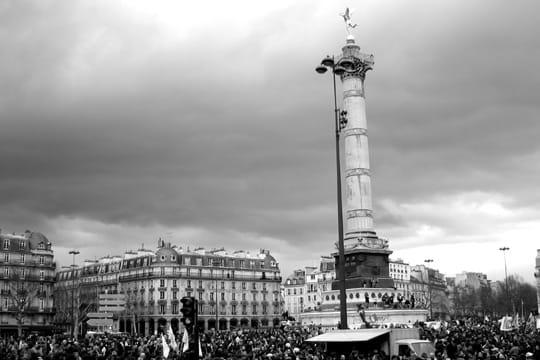 paris en noir et blanc ... Place-bastille-389552