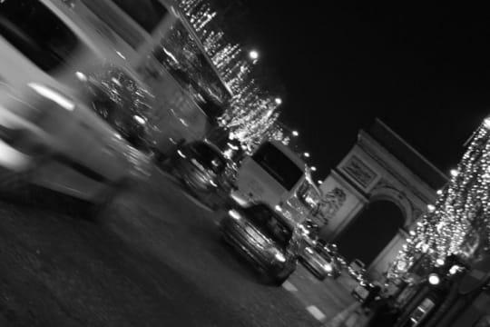 paris en noir et blanc ... Arc-triomphe-champs-elysees-389583