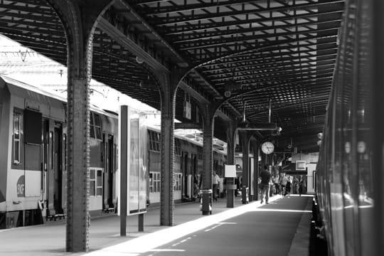 paris en noir et blanc ... Gare-l-est-389620