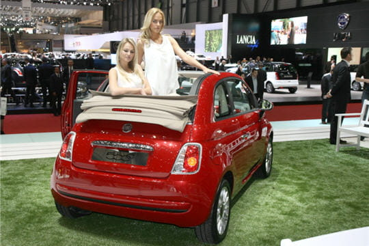 une fiat 500 d capotable gen ve 2009 la fiat 500 c se d couvre linternaute. Black Bedroom Furniture Sets. Home Design Ideas