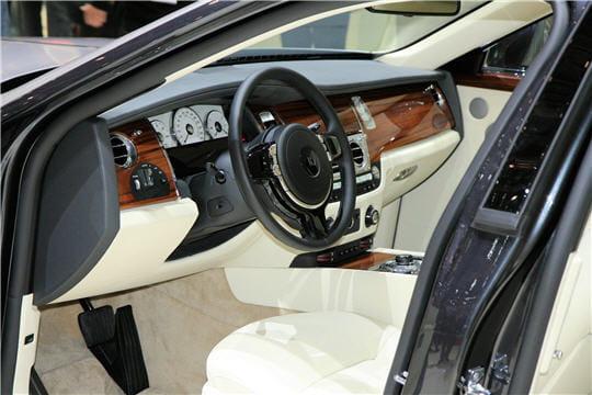la limousine entr e de gamme de rolls royce rolls royce 200 ex la ghost linternaute. Black Bedroom Furniture Sets. Home Design Ideas