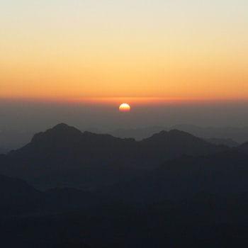 http://www.linternaute.com/voyage/magazine/selection/les-montagnes-sacrees-dans-le-monde/image/mont-sinai-393930.jpg