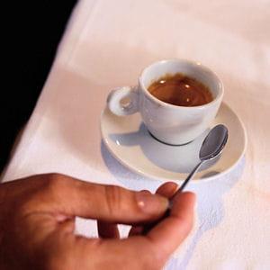 le café se commande 'ristretto' (serré), 'lungo' (long), 'macchiato' (tâché