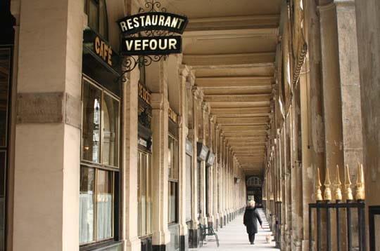 galeries du palais royal paris les 100 sites de france avoir vus linternaute. Black Bedroom Furniture Sets. Home Design Ideas