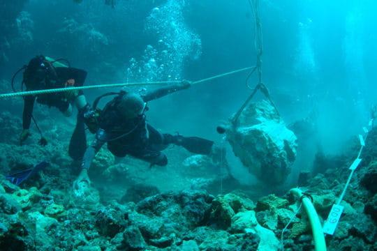 Opéré par les plongeurs démineurs de la marine nationale de