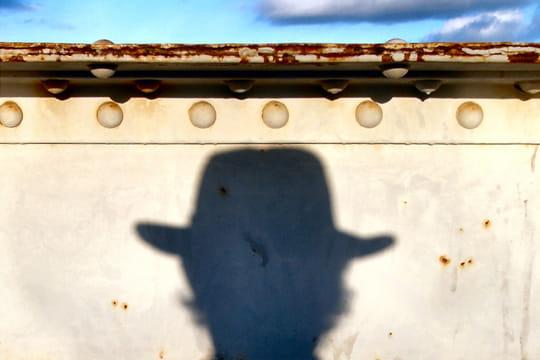 http://www.linternaute.com/photo_numerique/galerie-photo/photo/dans-l-ombre-de-l-objectif/image/l-homme-chapeau-435790.jpg