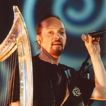 alan stivell, qui incarne la musique bretonne par excellence, fait partie des