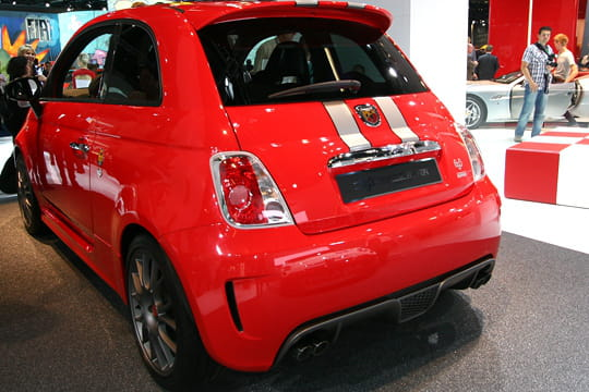 fiat 500 abarth tributo ferrari salon de francfort 2009 les nouveaut s sportives linternaute. Black Bedroom Furniture Sets. Home Design Ideas