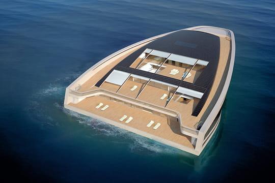 un yacht gorgé de lumière
