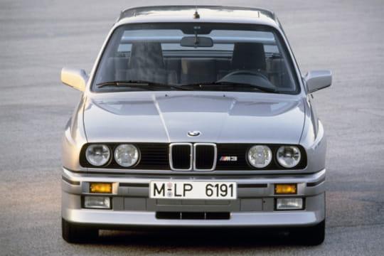bmw s rie 3 e30 1982 1990 les voitures qui ont marqu les ann es 1980 linternaute. Black Bedroom Furniture Sets. Home Design Ideas
