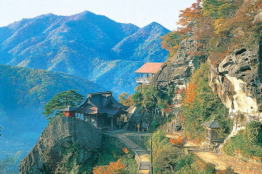 le temple de la montagne de yamadera   un automne au japon