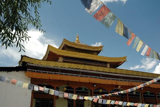 le temple bouddhiste de leh   le ladakh  le petit tibet de