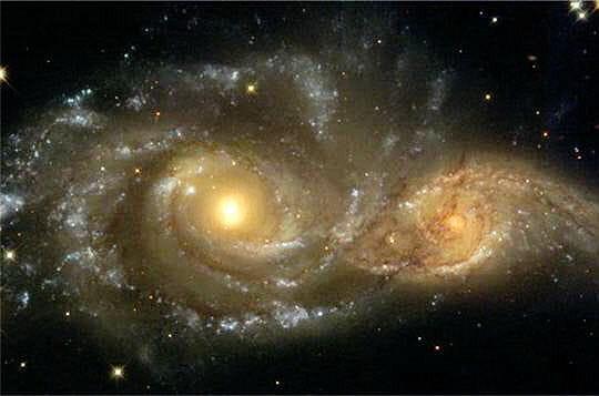 http://www.linternaute.com/science/espace/photo/feux-d-artifices-au-coeur-de-l-univers/image/interaction-galaxies-520913.jpg