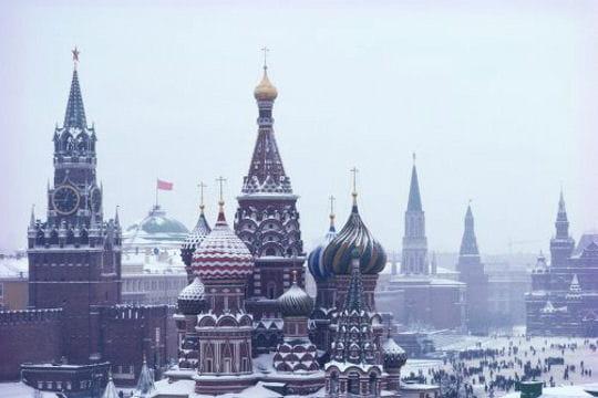 villes sous la neige Place-rouge-immaculee-521193