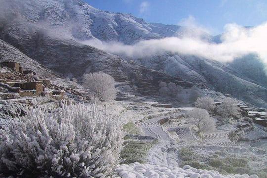 villes sous la neige Vallee-enneigee-l-atlas-522048