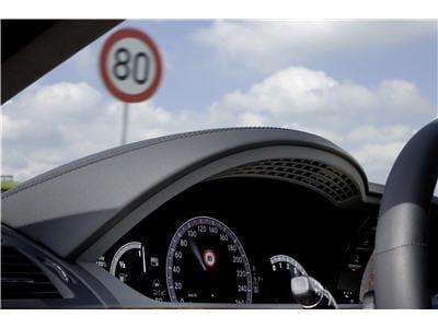 technologie de lecture des panneaux de la route