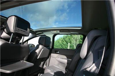 un toit en verre pour les passagers avant et arri re essai du peugeot 5008 1 6 thp 156 ch. Black Bedroom Furniture Sets. Home Design Ideas