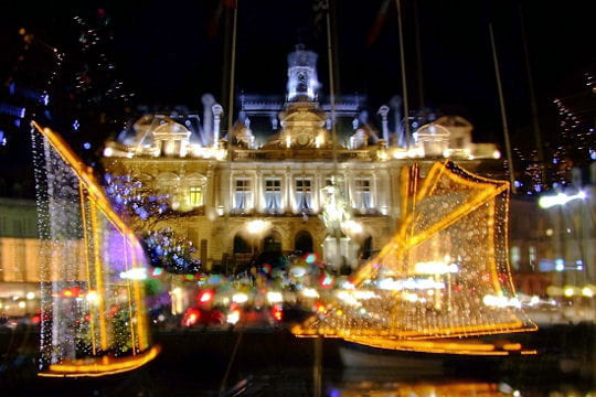 http://www.linternaute.com/sortir/magazine/photo/votre-ville-illuminee/image/vannes-526957.jpg