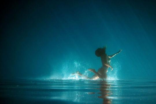Sous l'eau ou sur l'eau ?