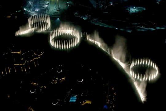 la fontaine dansante et color e de burj dubai burj khalifa. Black Bedroom Furniture Sets. Home Design Ideas