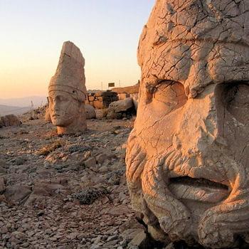 http://www.linternaute.com/voyage/magazine/selection/les-150-plus-belles-merveilles-du-monde/image/turquie-ruines-nemrut-dagi-5433.jpg