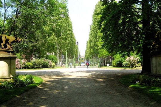 Le jardin des plantes toulouse linternaute for Boulingrin jardin